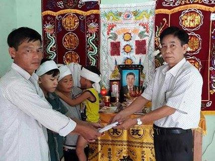 30 triệu đồng hỗ trợ gia đình ngư dân mất tích