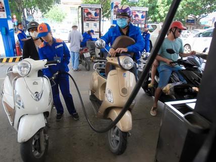 Doanh nghiệp kêu ca vì thuế xăng dầu giảm