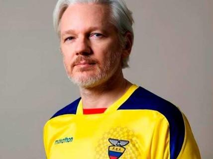 """Ecuador muốn """"đuổi"""" ông chủ WikiLeaks vì... ở dơ?"""