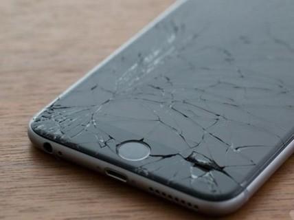 """Đi tù vì lấy điện thoại """"cùi'… đập iPhone """"xịn"""""""