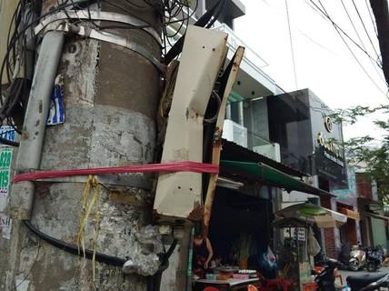 """Người dân TP HCM thờ ơ với tủ điện """"nguy hiểm chết người"""""""