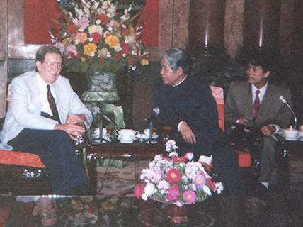 Trong nhiệm kỳ Tổng Bí thư Đỗ Mười, Việt Nam và Mỹ thúc đẩy hòa giải, lập quan hệ ngoại giao