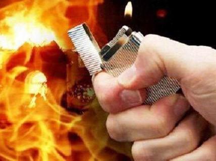 Tẩm xăng đốt vợ giữa ban ngày