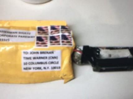 """Ai đứng sau hàng loạt bưu kiện """"chứa thiết bị nổ"""" gửi đến giới lãnh đạo Mỹ?"""
