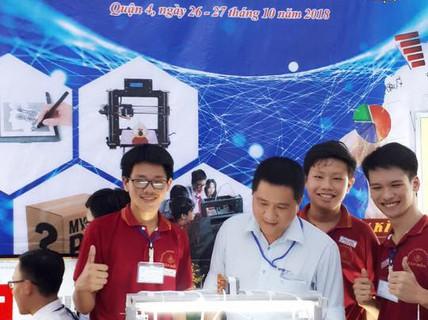 Ngỡ ngàng với chiếc máy in 3D siêu rẻ do 2 học sinh lớp 9 chế tạo