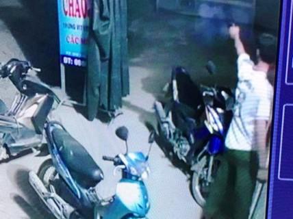 Trưởng công an xã tham gia ẩu đả, rồi nổ súng giải tán đám đông