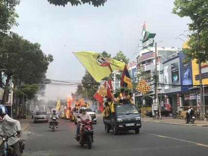 """CĐV Nam Định làm nóng trận """"chung kết ngược"""" tại Cần Thơ"""