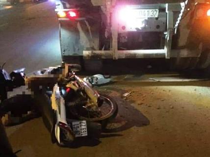 Xe tải đỗ bên đường, nam thanh niên tông vào tử vong