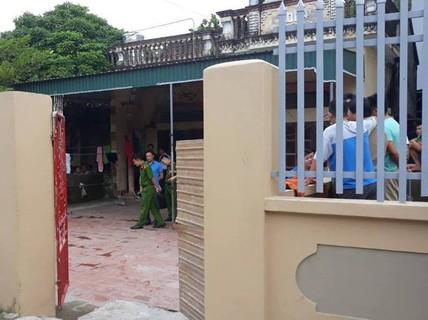 Nam thanh niên vừa mở cổng liền bị nhóm người lao vào chém chết