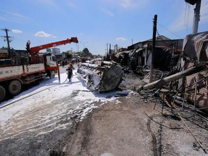 """Tai nạn kinh hoàng 6 người chết: Xe bồn """"bay"""" gây thảm họa"""