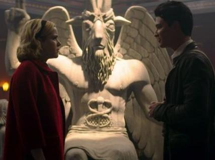 """Làm phim """"đụng"""" đến tượng thần đầu dê, bị kiện đòi 50 triệu USD"""