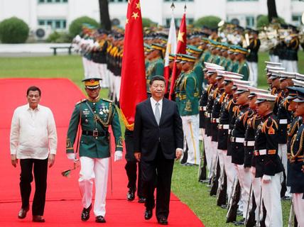 """Sau chuyến thăm của ông Tập, Philippines nhận cảnh báo """"sét đánh"""" về tiền Trung Quốc"""