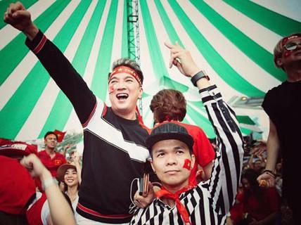 Cho tôi trở lại với cảm xúc bóng đá Việt