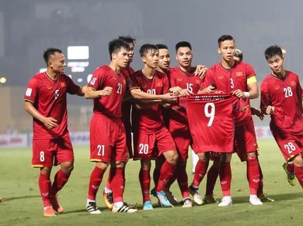 Đồng đội ghi 3 bàn tri ân Văn Toàn, người chia tay AFF Cup vì chấn thương nặng