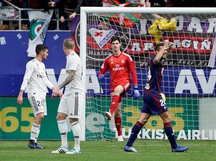 """Giữa """"tâm bão"""" doping, Real Madrid thua thảm ở Eibar"""