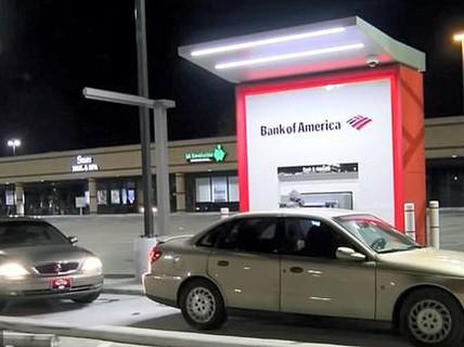 Rút 10 USD được 100 USD, dân đổ xô ra cây ATM lấy tiền
