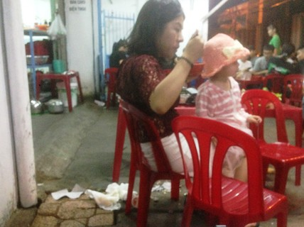 Du khách Trung Quốc ở Nha Trang: Hàng loạt hình ảnh phản cảm