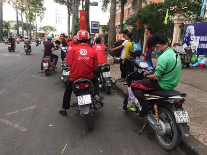 Cuộc đọ sức giữa taxi truyền thống và ứng dụng gọi xe ngày càng khốc liệt