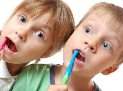 Mới thay răng đã hỏng, trẻ bị bệnh gì?