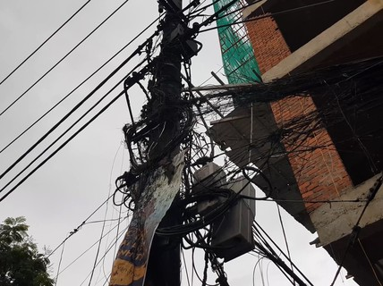 Nghi vấn thi công công trình gây cháy nổ hệ thống điện, mất điện cả khu vực