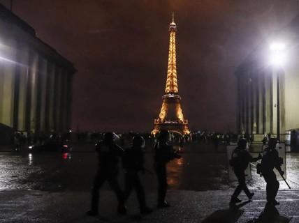 Lo bạo lực, Pháp lần đầu triển khai xe bọc thép trong hơn 10 năm