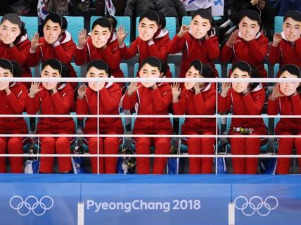 Tranh cãi quanh chiếc mặt nạ của đội cổ động Triều Tiên
