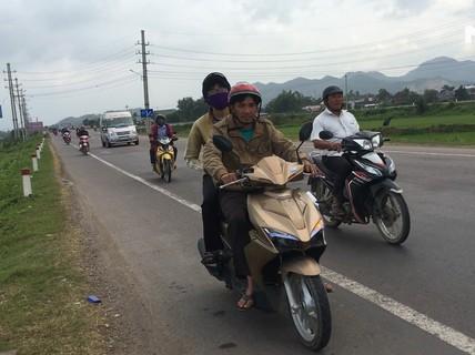 Chạy xe máy về quê ăn Tết, hãy cẩn thận!