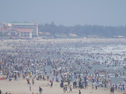 Du khách nườm nượp đổ về Vũng Tàu nghỉ Tết