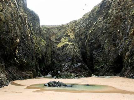 Bãi biển tuyệt đẹp ẩn giấu bí mật đau lòng ở Anh