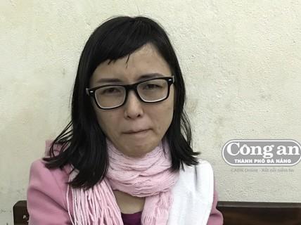 """Camera """"lột trần"""" cô gái khoái lượn lờ quán xá ở Đà Nẵng"""