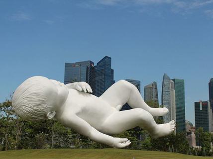 """Độc đáo những bức tượng """"bất chấp"""" mọi định luật vật lý"""