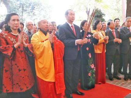Chủ tịch nước dâng hương tại Điện Kính Thiên