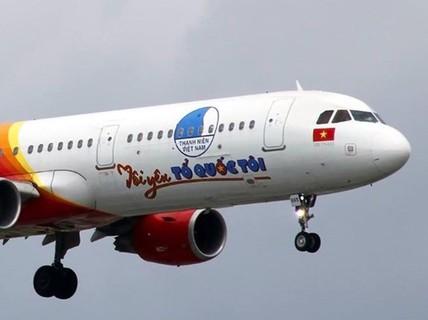 """Máy bay """"Tôi yêu Tổ quốc tôi"""" của Vietjet đưa sinh viên, công nhân về quê ăn Tết"""