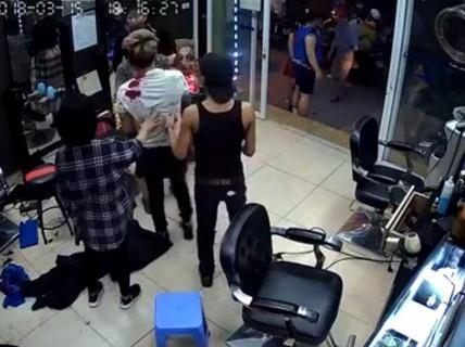 Vụ nổ súng vào chủ quán cắt tóc: Do mâu thuẫn tình ái