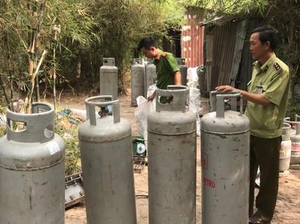 Sang chiết hàng ngàn bình gas lậu giữa khu phố