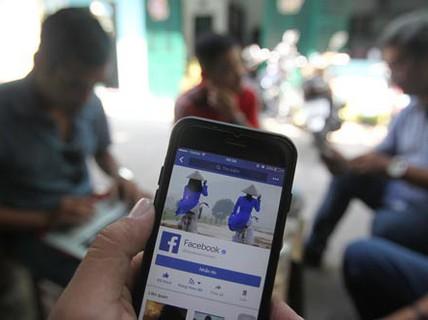 """""""Cởi mở"""" trên Facebook, rủi ro khó lường"""