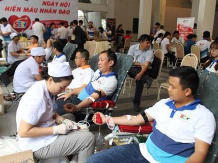 Gần 500 người tham gia Ngày hội hiến máu