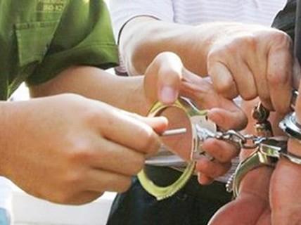 Gia Lai: Bắt 2 cán bộ làm giả giấy tờ, lừa đảo
