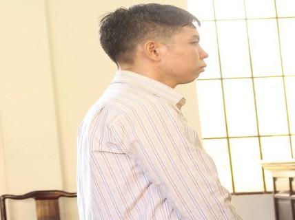 Chồng đâm chết vợ vì nghi điện thoại cho đàn ông khác trong đêm