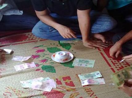 Phá đường dây đánh bạc ở quê nghèo