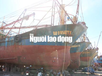 Tàu cá vỏ thép hỏng: Ngư dân chấp nhận thua thiệt