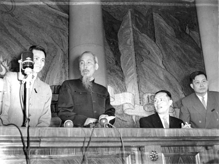 Chuyến đi Nga lịch sử của Chủ tịch Hồ Chí Minh