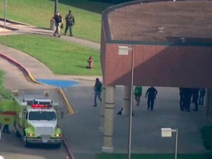 Mỹ: Học sinh trung học xả súng trong trường, 10 người chết