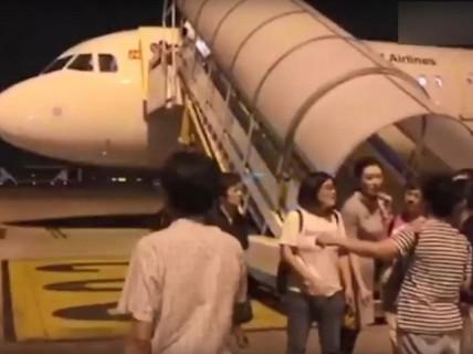 Máy bay từ Trung Quốc đến Việt Nam quay lại vì nghi nứt cửa sổ