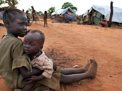 Hơn 50% trẻ em thế giới đối mặt đe dọa