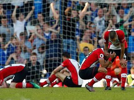 Swansea và trò bẩn với Southampton trước trận chiến trụ hạng