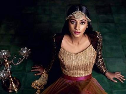 Tân Hoa hậu Ấn Độ: Mạnh mẽ nhờ mẹ!