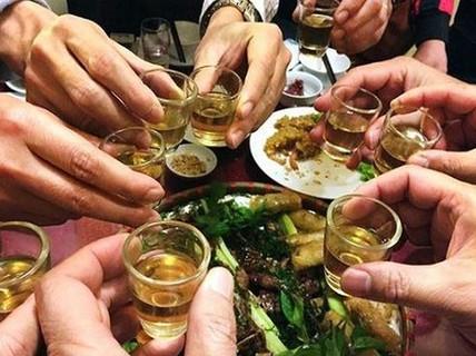 """""""Nữ quái' chế rượu độc làm hại não nam thực khách"""