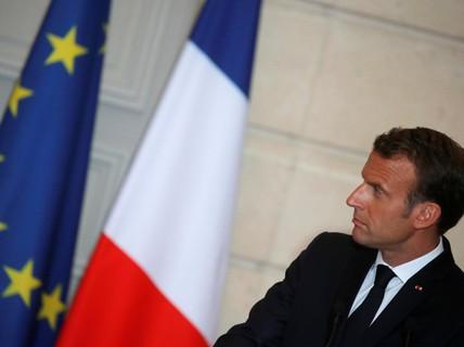 Tổng thống Pháp: Gọi điện với ông Trump giống... xúc xích