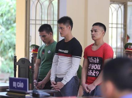 Bị đánh, học sinh gọi người nhà đến đâm chết bảo vệ trường